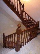 贵阳实木楼梯(转角实木楼梯)