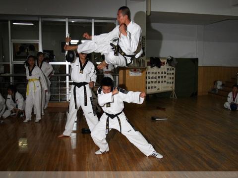 跆拳道360旋风腿怎么练?