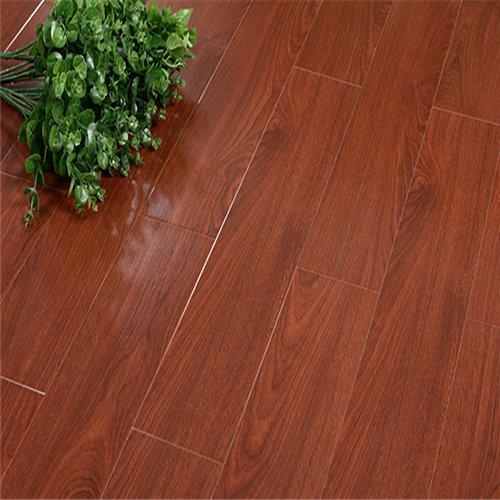 三亞實木地板和強化地板對比